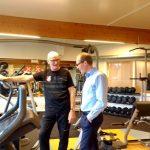 1.Kurt Noack viser Borgmester Henrik Hvidesten Træningscentret